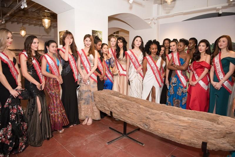 Các thí sinh Miss Tourism Queen Worldwide tham quan viện bảo tàng Casa Florentina
