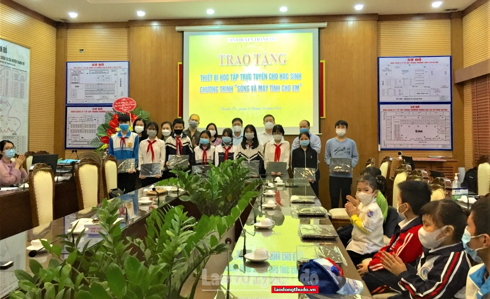 Thanh Trì: Trao 586 sim data 4G và 16 máy tính cho học sinh khó khăn