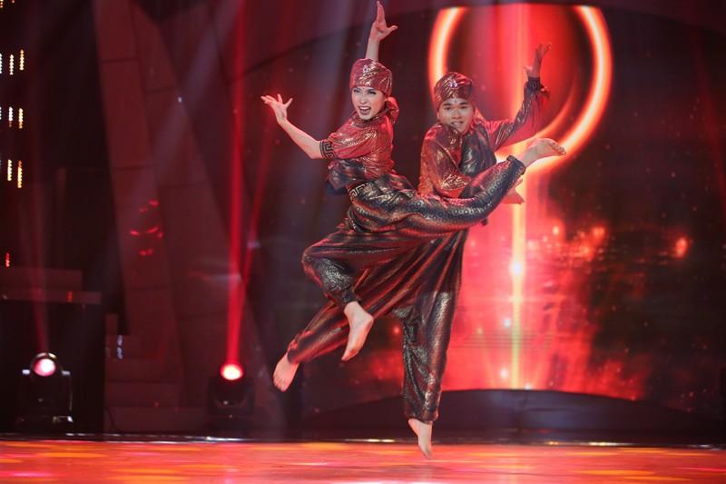 Màn nhảy đối kháng bùng nổ của 2 thí sinh 'ngàn cân' giành vé vào đêm chung kết