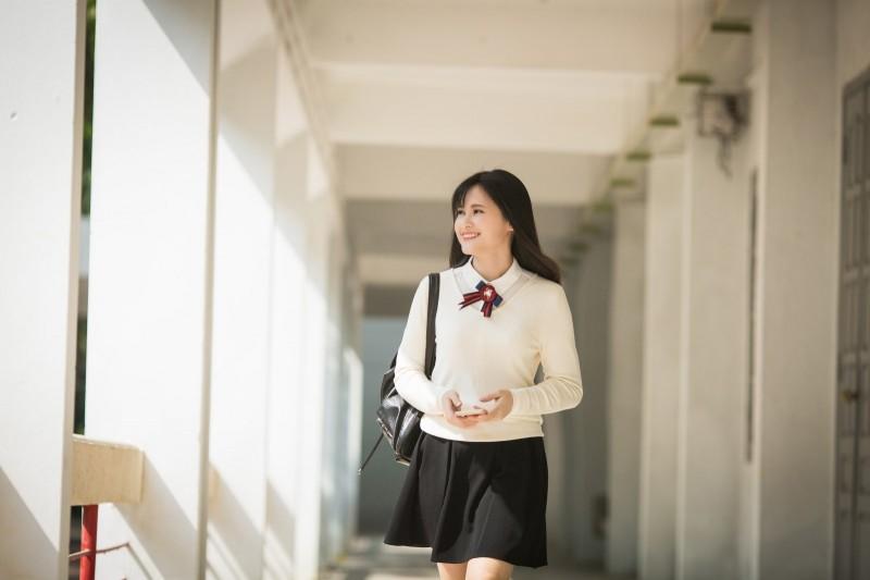 Hơn 30 tuổi - BTV Khánh Ly vẫn trẻ trung như nữ sinh