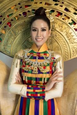 Á hậu Nguyễn Thị Loan mang nón lá lên sân khấu Hoa hậu Hoàn vũ 2017