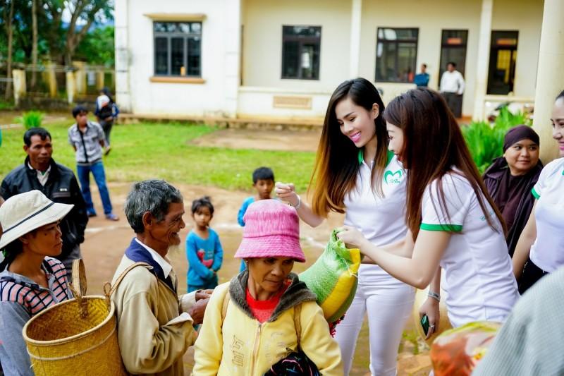 Ngày Từ Tâm với các nghệ sĩ và đoàn bác sĩ khám, phát thuốc tặng cho bà con tại tỉnh Lâm Đồng