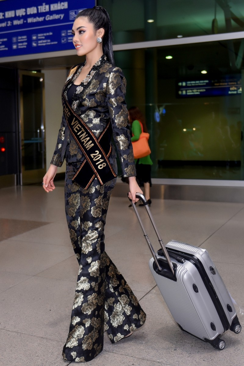 Tuyết Trần lên đường sang Trung Quốc dự thi Miss Globe