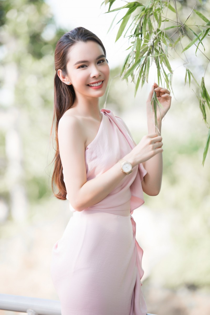 Hoa hậu du lịch thế giới 2018 Huỳnh Vy quyên góp xây cầu tại quê nhà