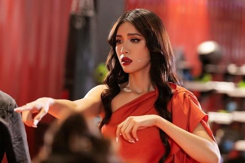 Hoa hậu - siêu mẫu Minh Tú đồng hành cùng Á hậu Mâu Thuỷ trong vai trò cố vấn