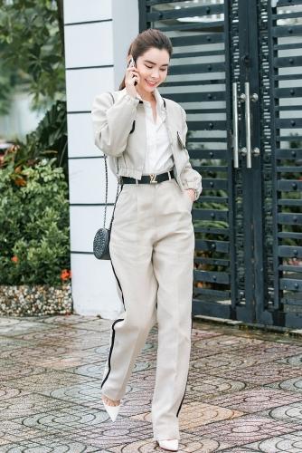 Hoa hậu Du lịch Huỳnh Vy gợi ý các set đồ xuống phố dịp cuối năm
