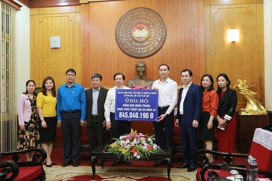 Bộ Văn hóa, Thể thao và Du lịch quyên góp trên 1,5 tỷ đồng ủng hộ miền Trung