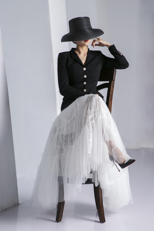 MC Huyền Châu huyền bí trong bộ sưu tập thời trang của chính mình