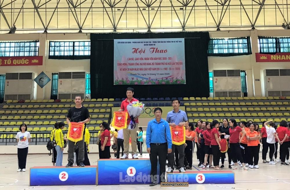Hội thao khối trường học huyện Thanh Trì: Sôi nổi và kịch tính
