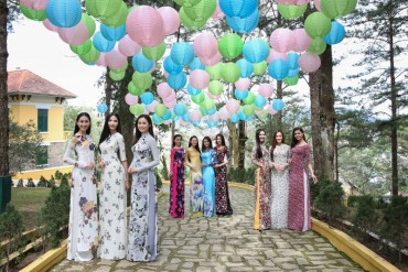 Thí sinh Hoa hậu Hoàn vũ Việt Nam duyên dáng trong áo dài tại Đà Lạt