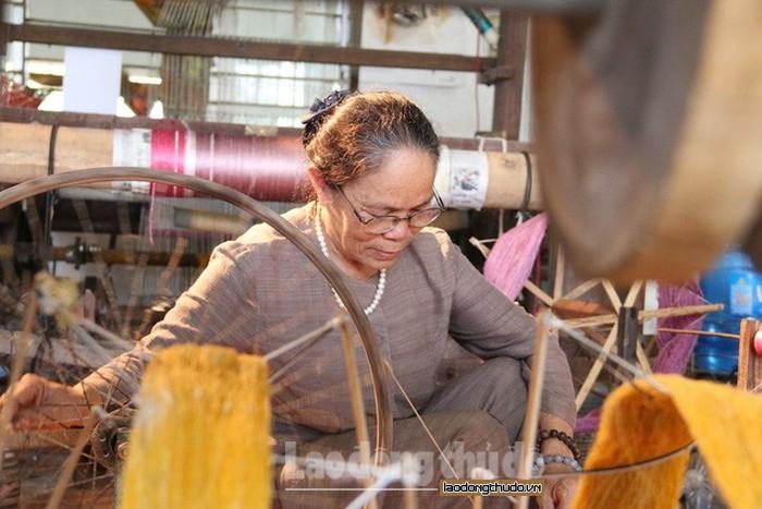 Nghệ nhân mong muốn Thành phố quan tâm hơn đến nghề làm lụa tơ sen