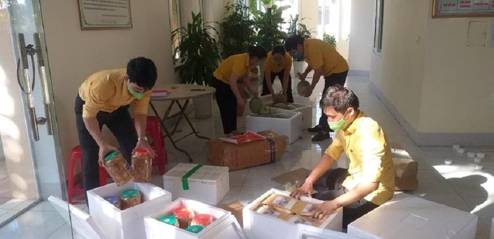 Nghệ An ủng hộ người dân thành phố Hồ Chí Minh gần 300 tấn nhu yếu phẩm