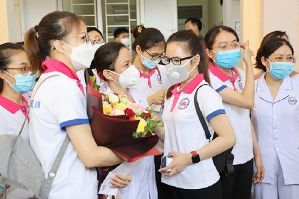 Nghệ An tiếp tục cử 20 thầy thuốc vào góp sức cho thành phố Hồ Chí Minh