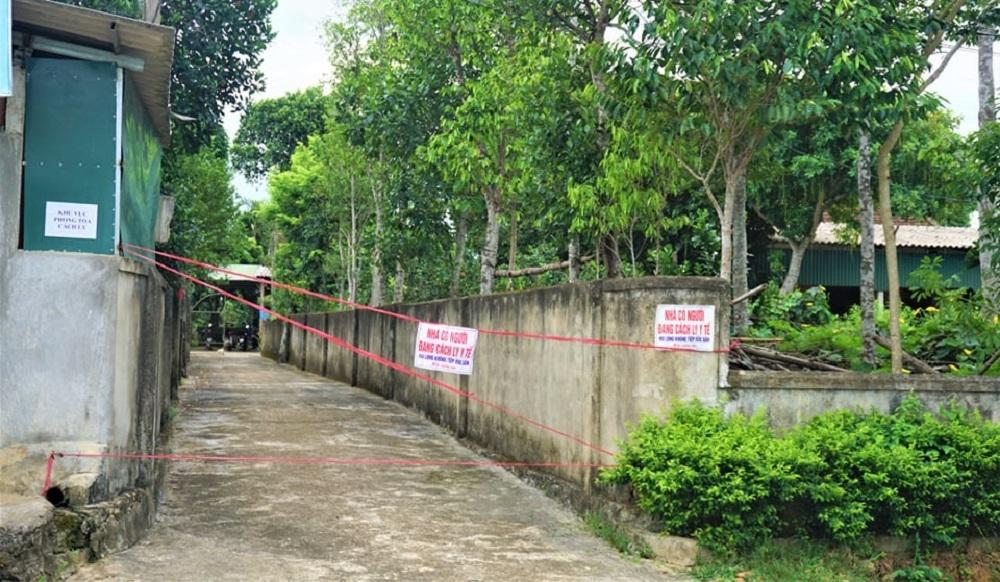 Huyện Hương Khê (Hà Tĩnh) dừng hoạt động dịch vụ không thiết yếu tại 5 địa phương