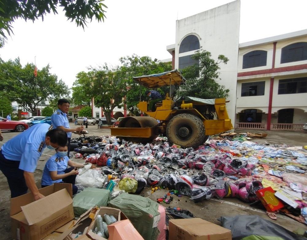Nghệ An: Tiêu hủy hàng trăm loại hàng hóa vi phạm hành chính
