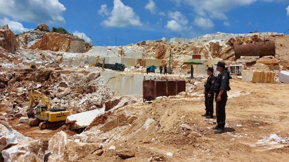 Nghệ An khởi tố vụ án và bị can liên quan đến vụ khai thác đá trái phép ở Quỳ Hợp