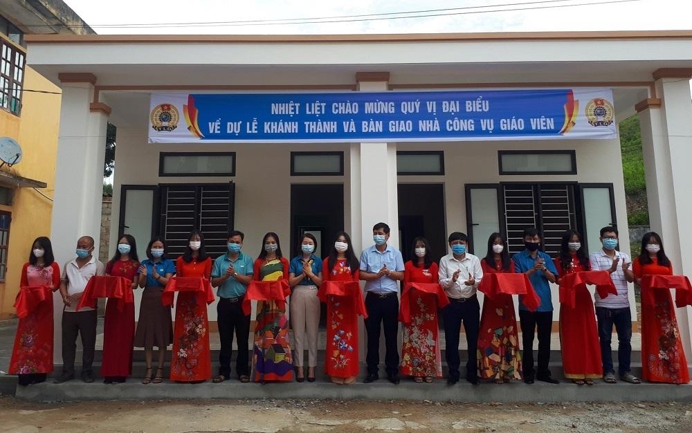 Công đoàn Giáo dục Hà Tĩnh bàn giao nhà công vụ giáo viên tại huyện Vũ Quang