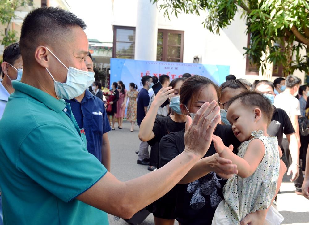 Nghệ An cử 60 thầy thuốc lên đường vào Bình Dương dập dịch