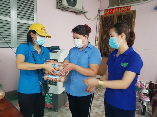 Nghệ An hỗ trợ khẩn cấp 2.000 hộ dân khó khăn đang ở tâm dịch phía Nam