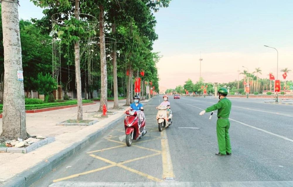 """Người dân thành phố Vinh không ra đường, """"ai ở đâu ở yên đó"""" từ 0h ngày 23/8"""