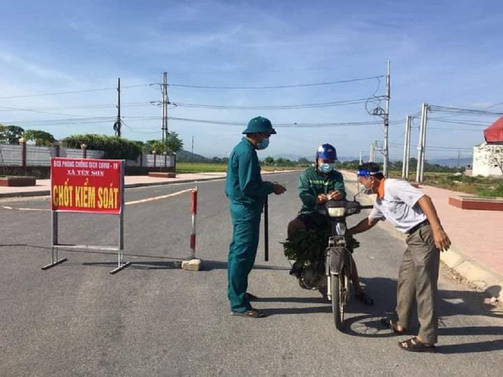Nghệ An: Lãnh đạo xã bị kỷ luật vì để F1 cách ly tại nhà nhưng vẫn đi chợ mua sắm