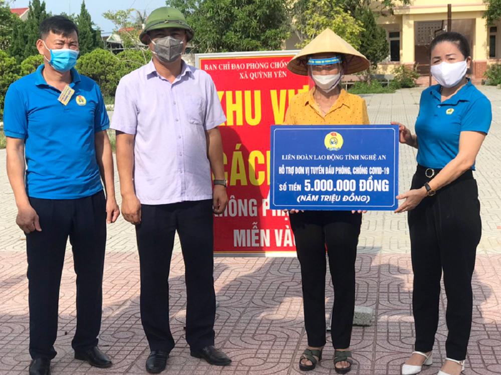 LĐLĐ Nghệ An hỗ trợ hơn 200 triệu đồng cho đội ngũ thầy thuốc Nghệ An vào chống dịch tại các tỉnh, thành phía Nam