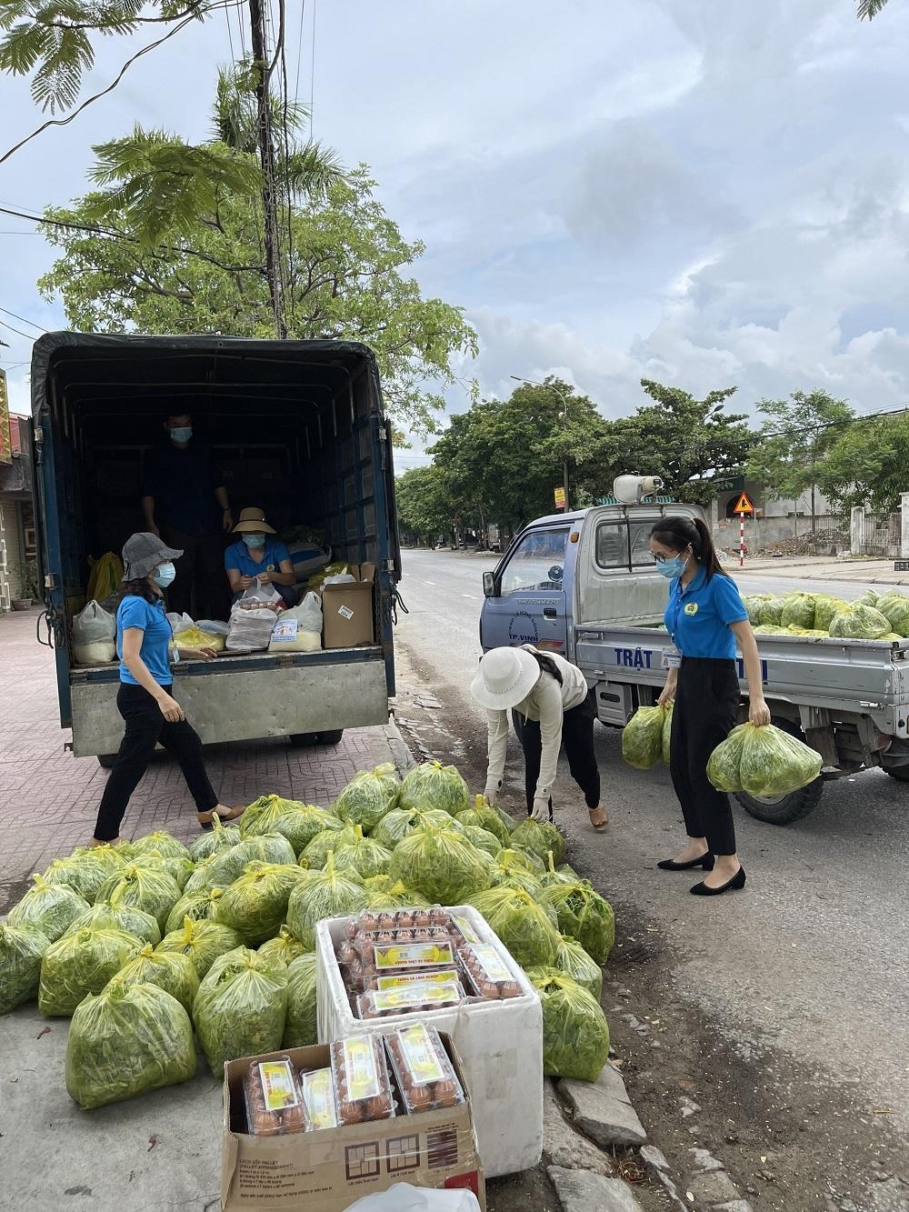 Công đoàn Nghệ An hỗ trợ nhu yếu phẩm cho công nhân tại nhà trọ bị giãn cách