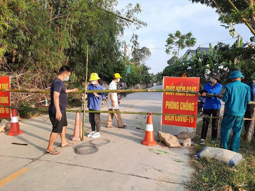 Hà Tĩnh: Tạm đình chỉ công tác 1 Phó Chủ tịch UBND xã vì ký giấy xác nhận cho công dân từ vùng dịch về quê