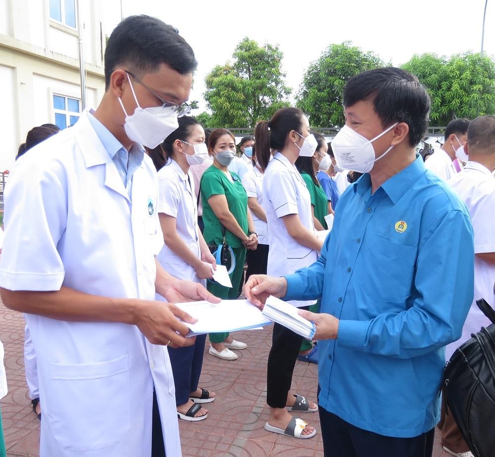 LĐLĐ tỉnh Thanh Hóa, Hà Tĩnh hỗ trợ cán bộ y tế vào chống dịch tại các tỉnh, thành phía Nam
