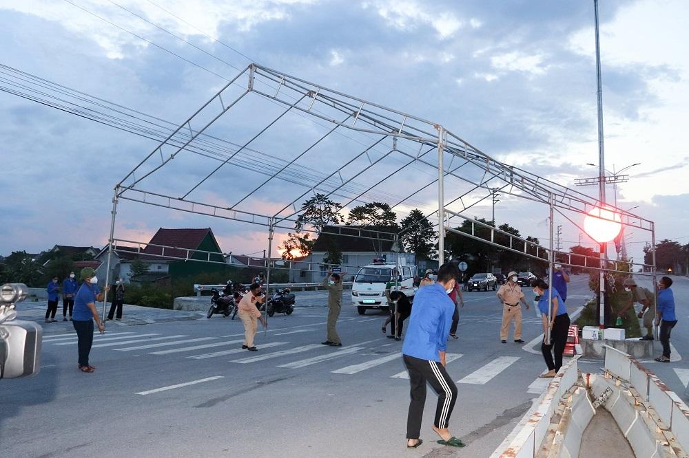 Thị xã Hồng Lĩnh (Hà Tĩnh) tiếp tục dừng các dịch vụ không thiết yếu sau khi kết thúc cách ly xã hội