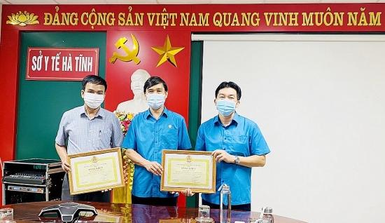 Công đoàn Y tế Việt Nam khen thưởng đột xuất cho 6 cán bộ, nhân viên y tế tỉnh Hà Tĩnh