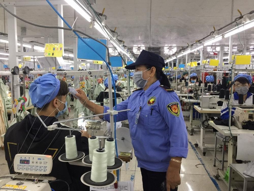 """Huyện Diễn Châu cùng doanh nghiệp vượt """"bão"""" Covid-19"""