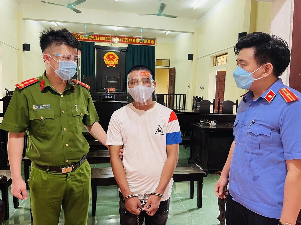 Đối tượng vượt chốt kiểm soát, chống người thi hành công vụ bị phạt 15 tháng tù giam