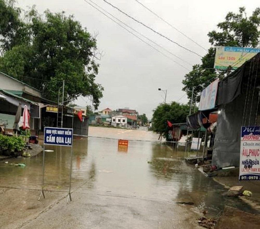 Mưa lớn kéo dài gây ngập lụt nhiều địa phương ở miền núi Nghệ An, Hà Tĩnh
