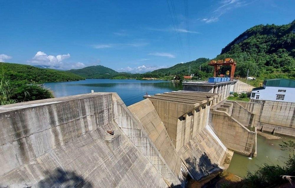 Mưa lớn kéo dài, nhiều nhà máy thủy điện ở miền Tây Nghệ An đồng loạt xả lũ