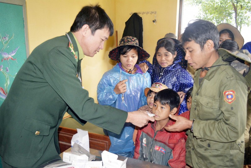 hue tang qua cay giong cho nguoi dan nuoc ban lao
