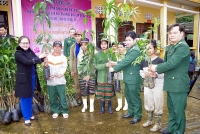 Huế: Tặng quà, cây giống… cho người dân nước bạn Lào