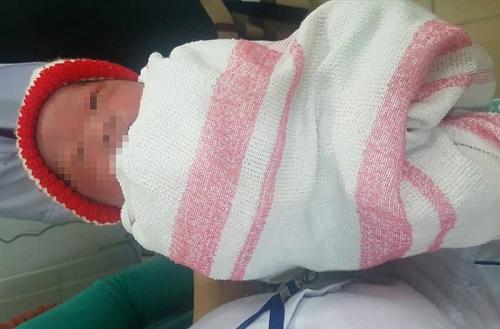 Đà Nẵng: Phát hiện bé trai còn nguyên dây rốn cạnh quán nhậu