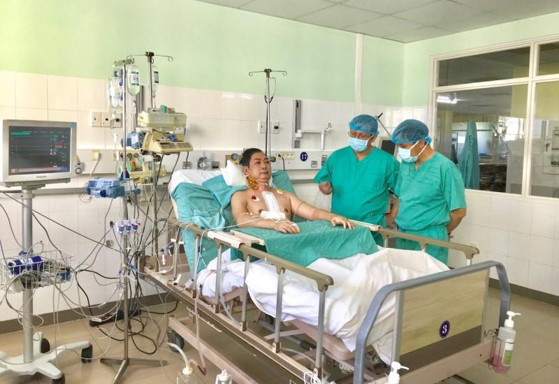 """Hàng chục bác sĩ thực hiện thành công ca ghép tim """"xuyên Việt"""""""