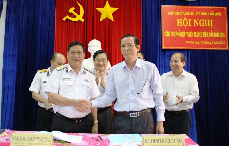 Vùng 2 Hải quân và tỉnh Long An: Sơ kết tuyên tuyền biển đảo năm 2017