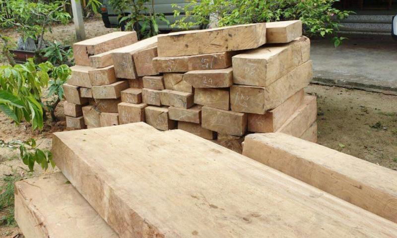 """Huế: Phát hiện hàng chục phách gỗ """"lậu"""" tuồn ra Bắc"""