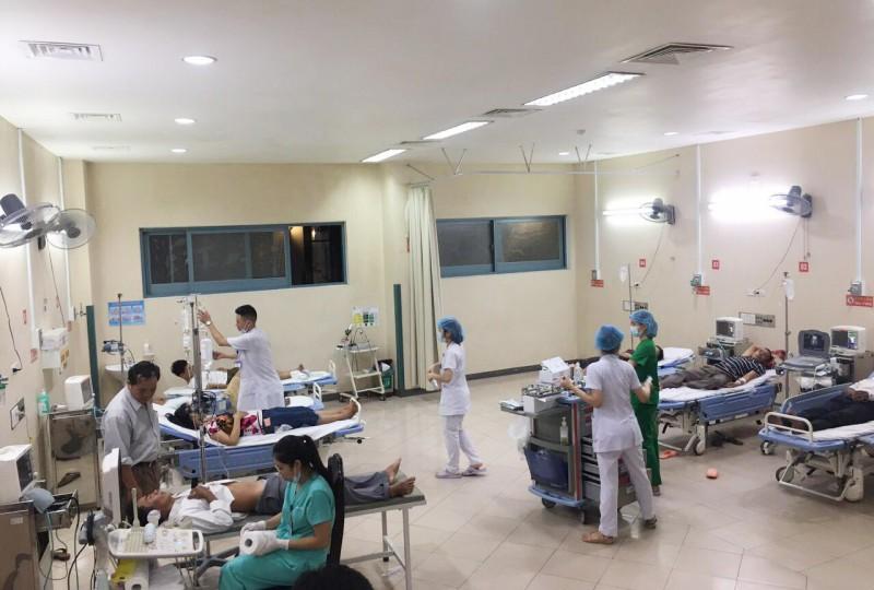 Hơn 70 người nhập viện sau khi ăn tiệc cưới