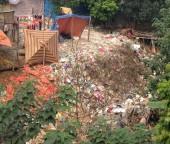 Ô nhiễm dưới gầm cầu Long Biên
