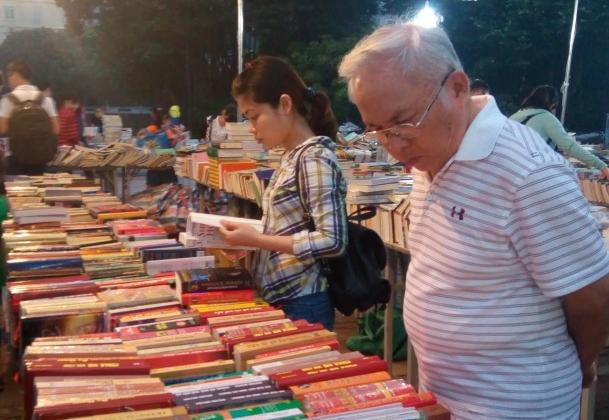 Hàng vạn đầu sách giá rẻ tới tay độc giả