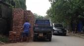 Cửa hàng kinh doanh vật liệu xây dựng chiếm lòng đường