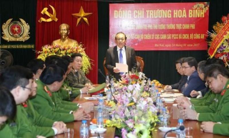 Phó Thủ tướng Trương Hòa Bình kiểm tra công tác ứng trực tại các đơn vị công an