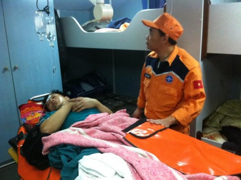 Cứu nạn thuyền viên bị tai nạn lao động trên biển