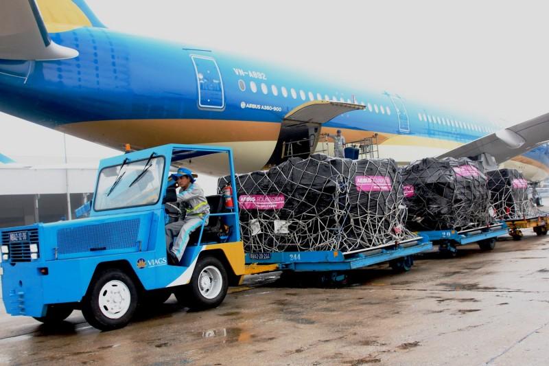 Vietnam Airlines vận chuyển miễn phí máy lọc thận nhân tạo