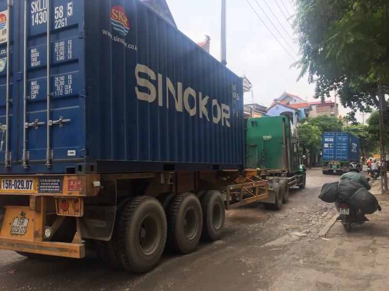 """""""Né"""" trạm cân Phù Đồng xe quá tải phá nát đường 181"""