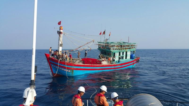 Cứu nạn 19 thuyền viên tàu NA 90000 TS bị hỏng máy